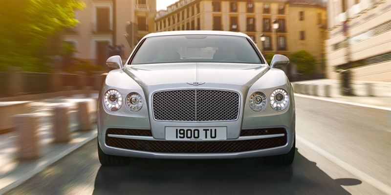 Bentley Flying Spur V8: спереди