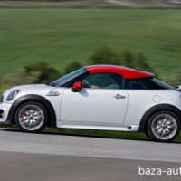 : MINI John Cooper Works coupe вид сбоку
