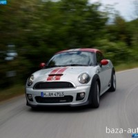: фото MINI John Cooper Works coupe в движении