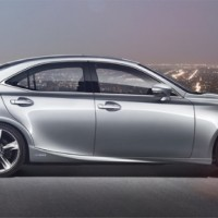 : Lexus IS 300h вид сбоку