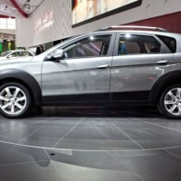 Dongfeng H30 cross: слева сбоку