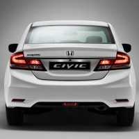Honda Civic 4D: сзади