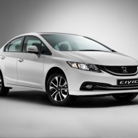 Honda Civic 4D: справа спереди