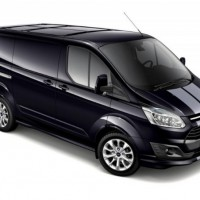 Ford Transit Custom: спереди справа