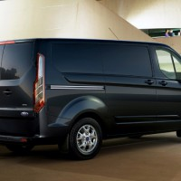 Ford Transit Custom: сзади справа