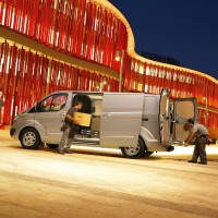 Ford Transit Custom: слева сбоку