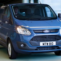 Ford Transit Custom: спереди