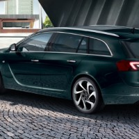 Opel Insignia Sports Tourer: сзади слева