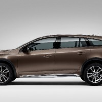 VOLVO V60 Cross Country: слева сбоку