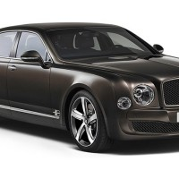NEW Bentley Mulsanne Speed: справа спереди