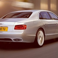 Bentley Flying Spur V8: справа сзади