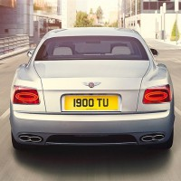 Bentley Flying Spur V8: сзади