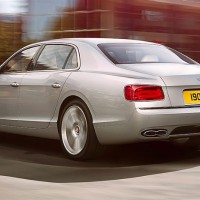 Bentley Flying Spur V8: слева сзади